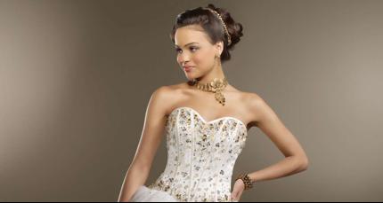 A quinceañera model