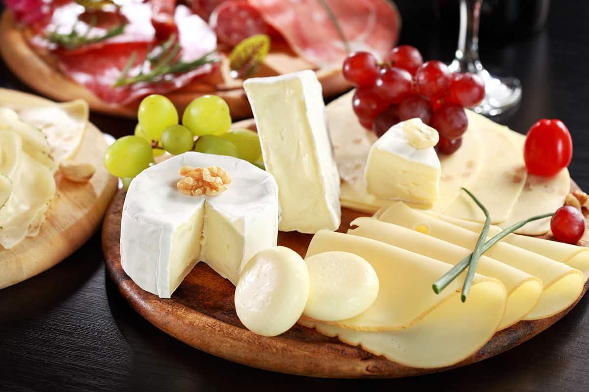 cheese-platter-charcuteurie-salami
