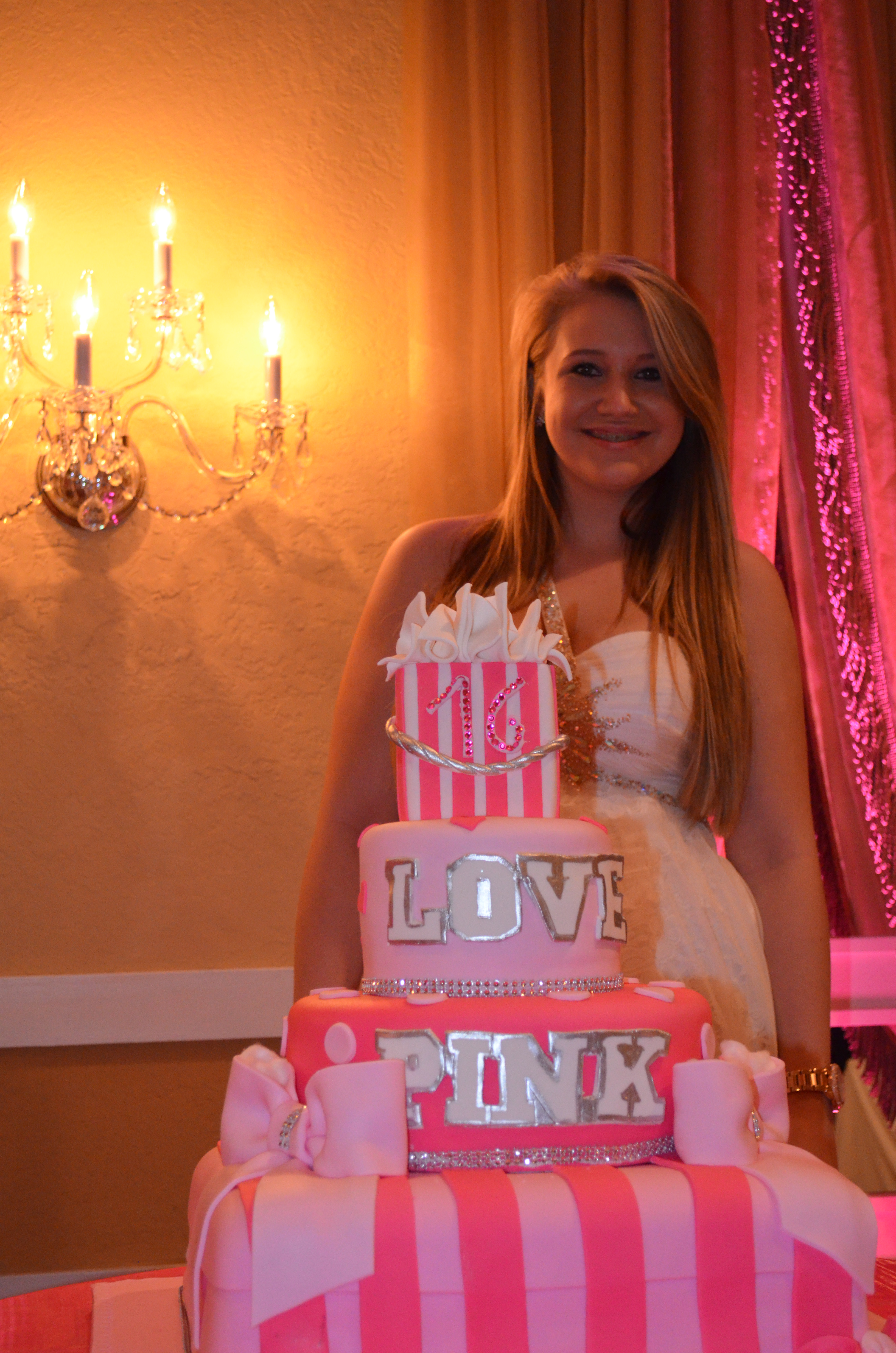Amanda 39 s breathtaking sweet 16 birthday party grand salon for Grand vase decoration salon