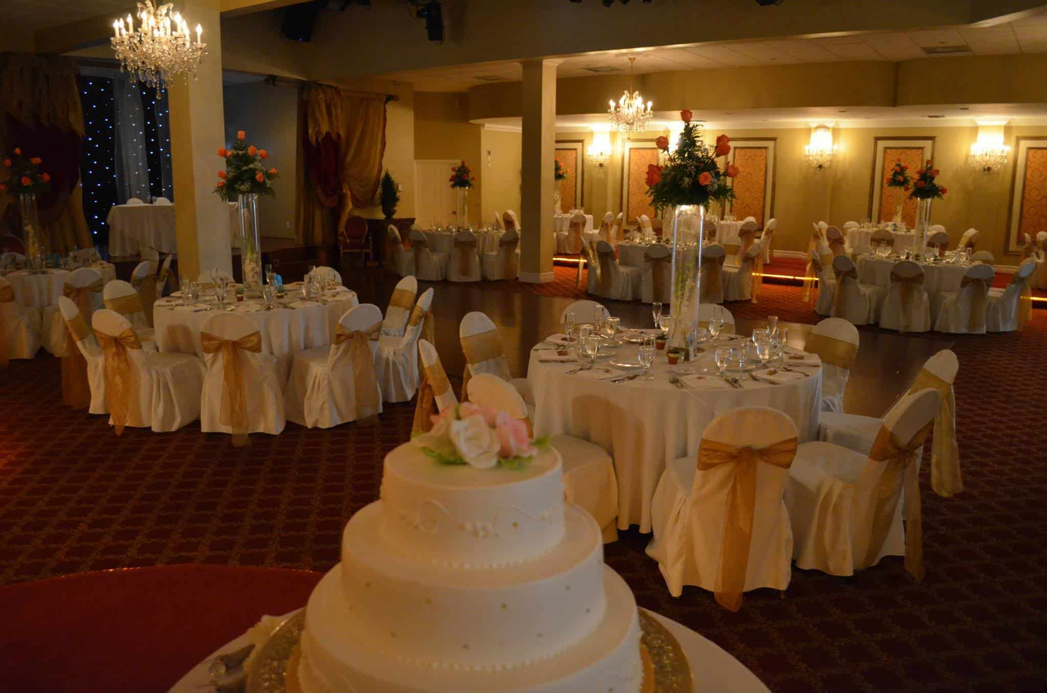Emelyn gary wedding reception for Grand vase decoration salon