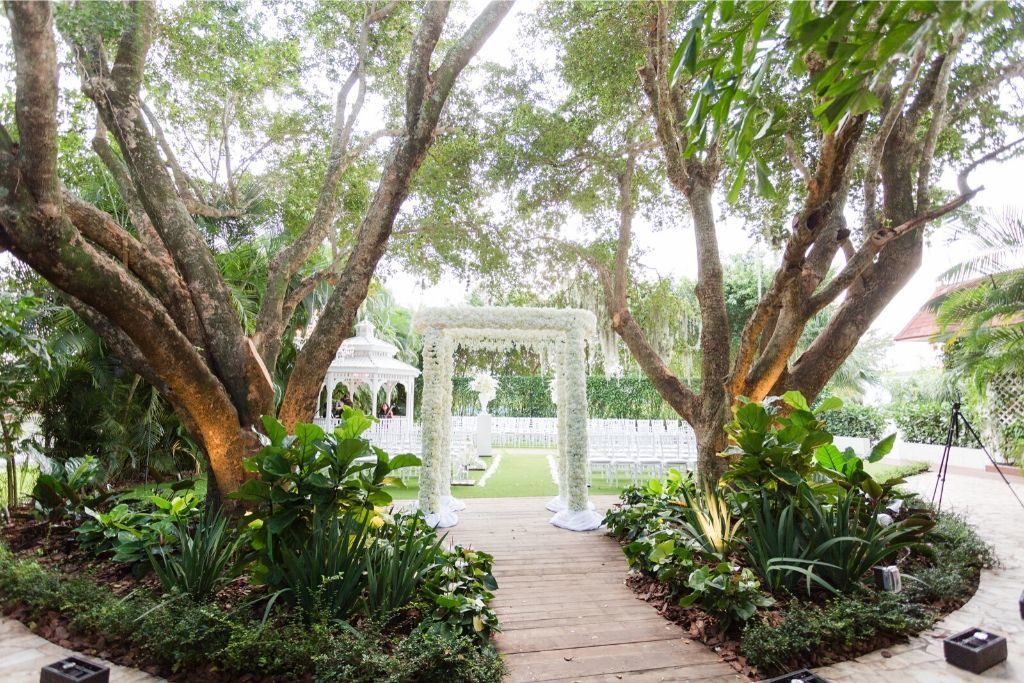 An outdoor wedding venue at the Grand Salon in Miami, Florida