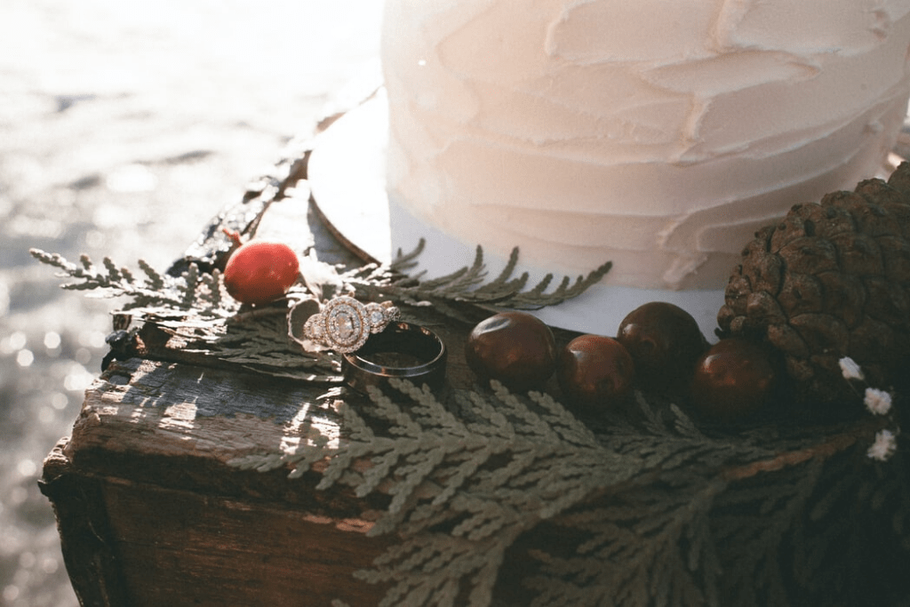 Wedding bands against a beautiful cake